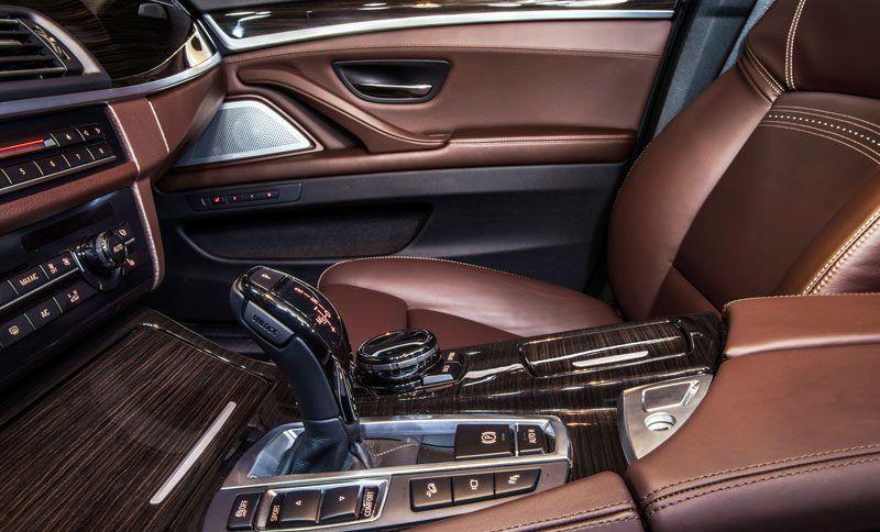 Comment bien vérifier l'habitacle d'une voiture d'occasion ?