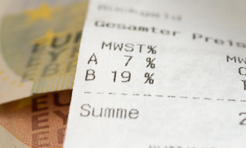 Achat d'un véhicule en Allemagne : neuf ou d'occasion, faut-il payer la TVA ? Et le paiement doit-il être hors taxes ou toutes taxes comprises ?