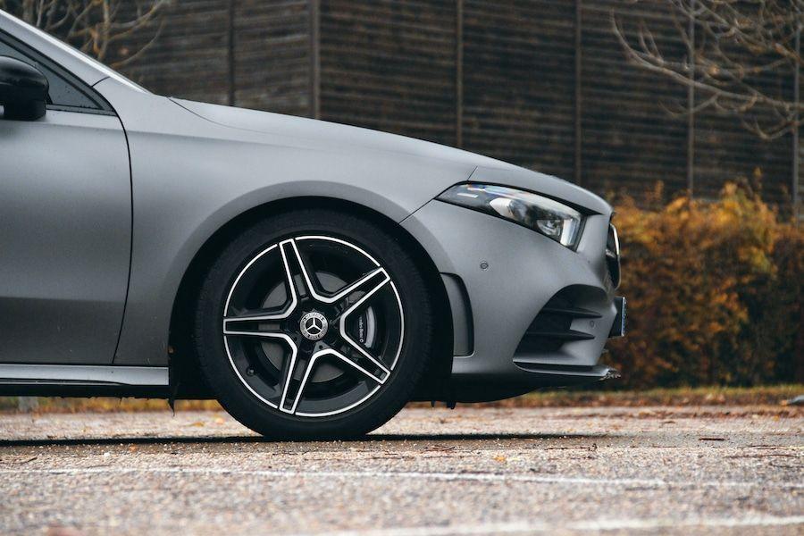 Vue de profil de la Mercedes Classe A