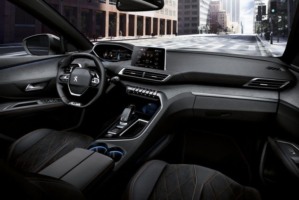 La console centrale du Peugeot 5008 avec la grande planche de bord