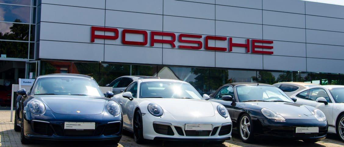 Des Porsche à choisir devant une concession