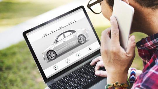 La recherche d'une Porsche en ligne sur internet