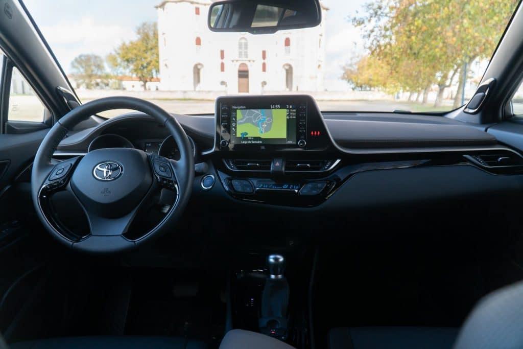 Intérieur du Toyota C-HR avec vue de la planche de bord