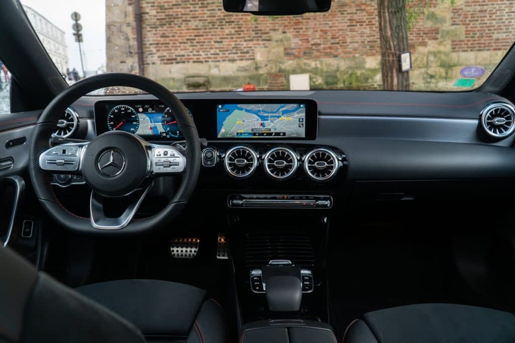 Le tableau de bord du Mercedes CLA