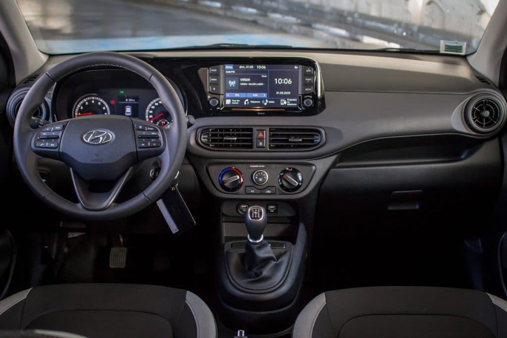 Vue du tableau de bord de la Hyundai i10