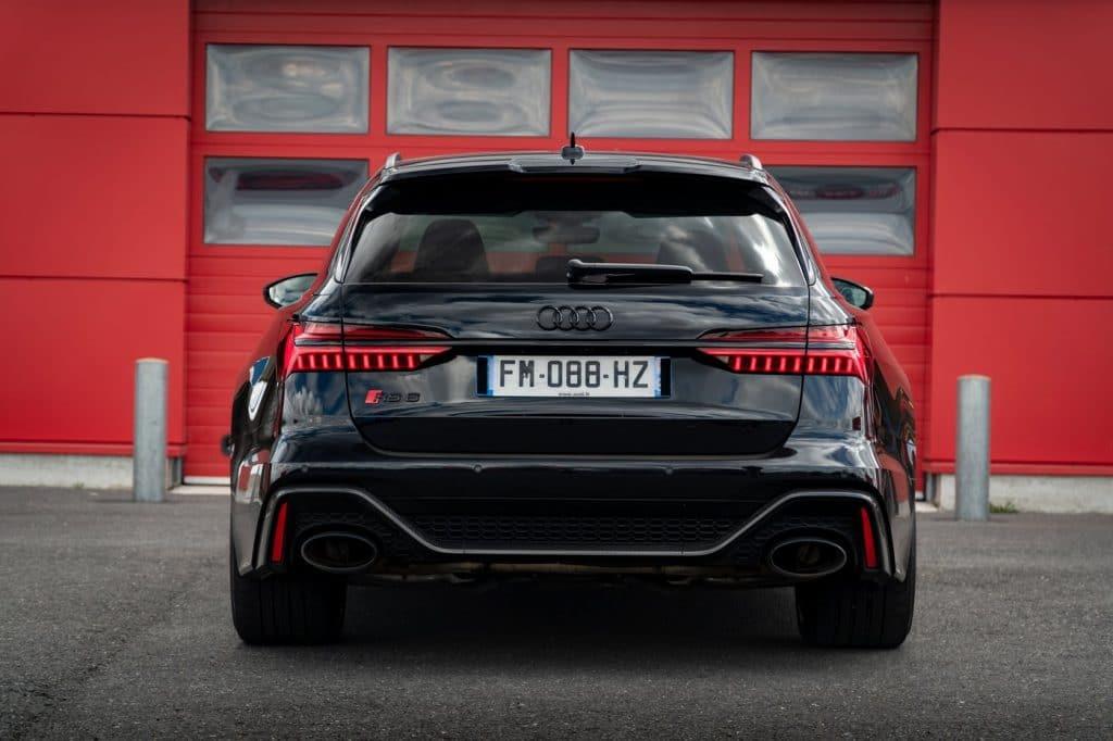 Vue arrière de l'Audi RS6 Avant