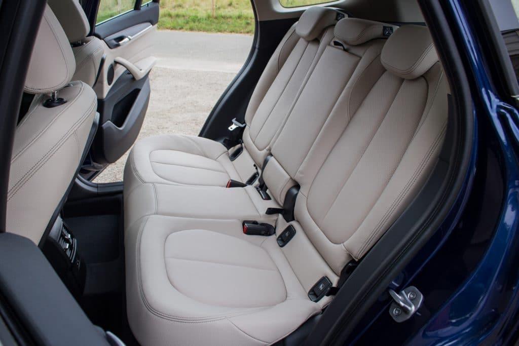 La banquette arrière Vue arrière du BMW X1 xDrive e25