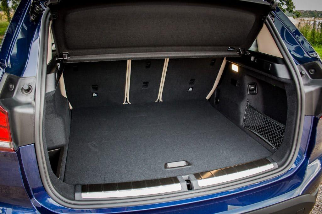 Le coffre Vue arrière du BMW X1 xDrive e25