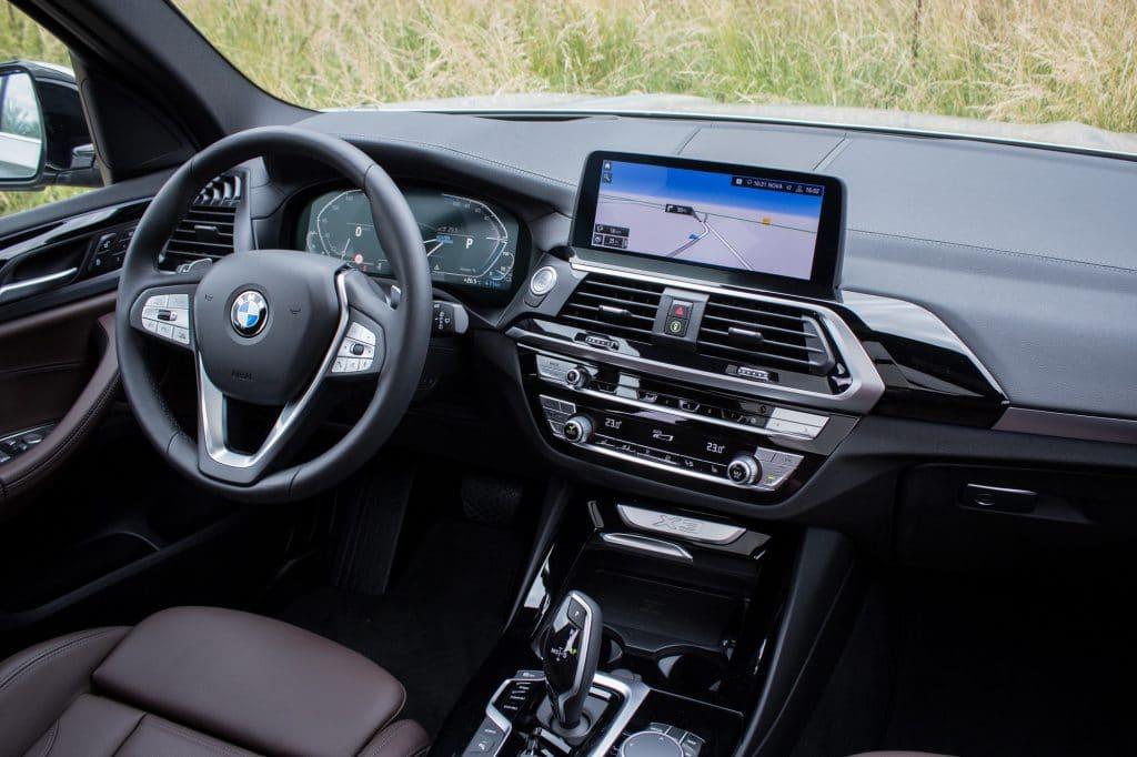 Vue du côté conducteur du BMW X3 xDrive 30e