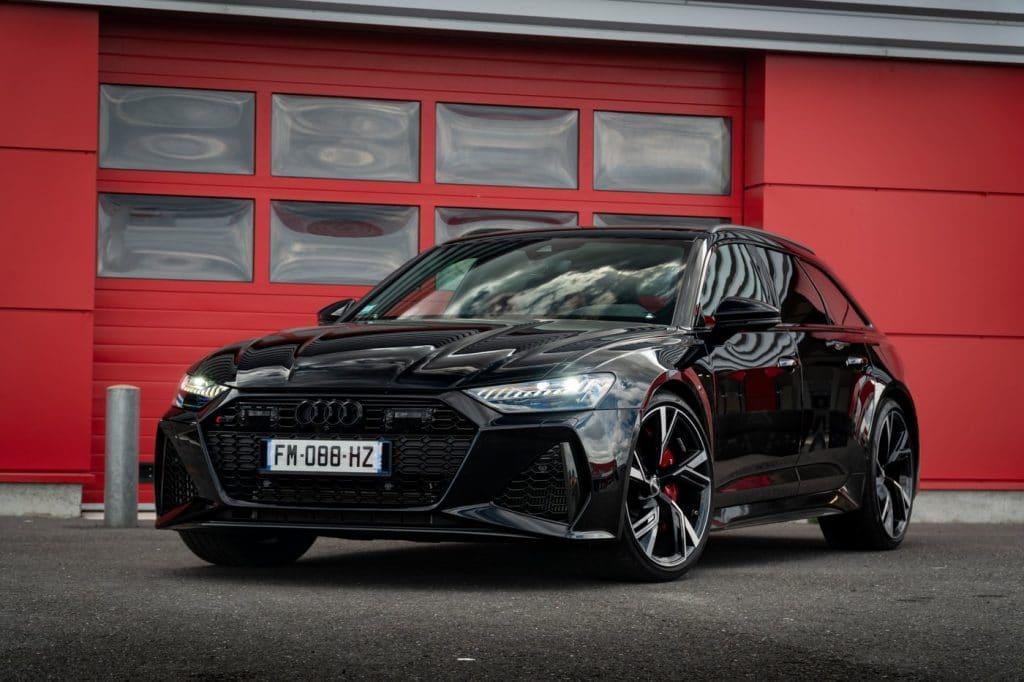Vue avant de l'Audi RS6 Avant
