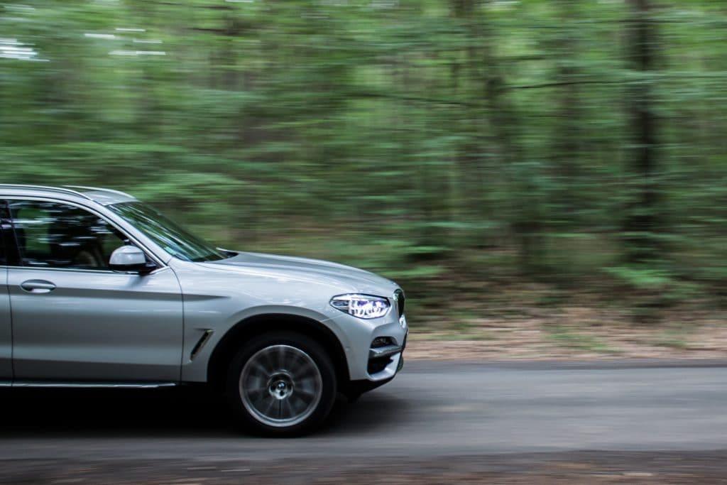 BMW X3 hybride sur la route