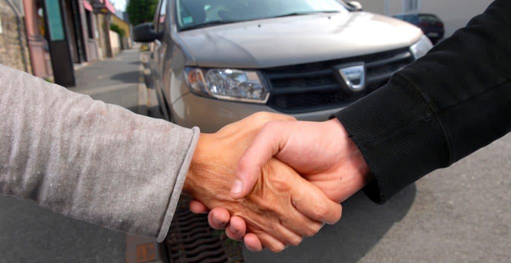 La cession d'une voiture entre particulier, le jour de la vente.