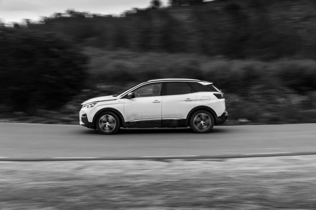 Essai sur route du Peugeot 3008 hybride