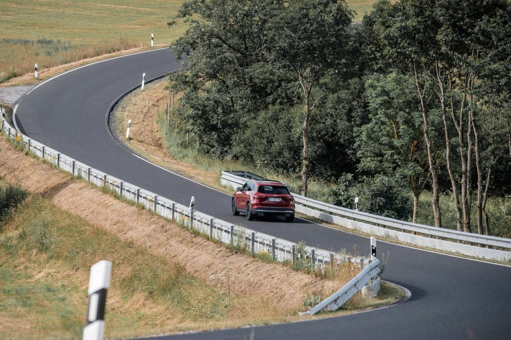 Le Mercedes GLA sur route