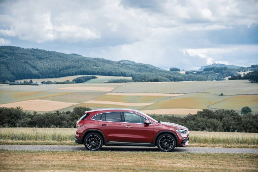 Vue de profil du Mercedes GLA