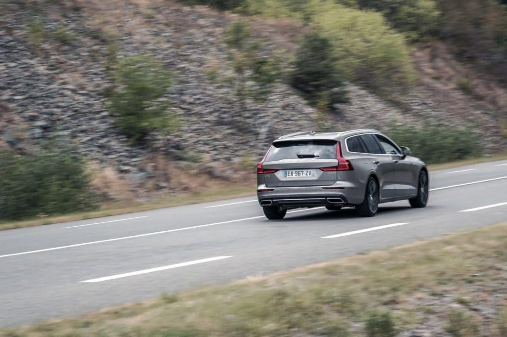 Le Volvo V60 sur la route