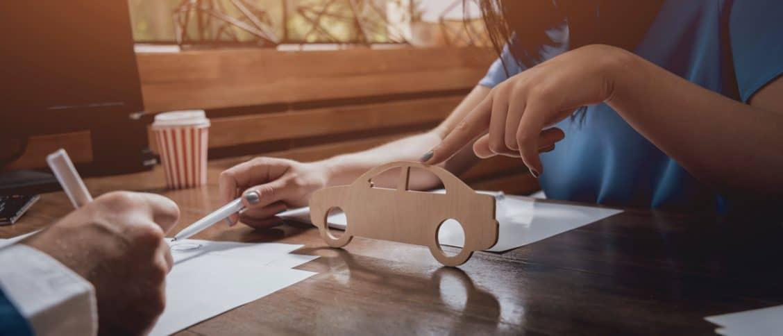Signature d'un contrat d'assurance auto
