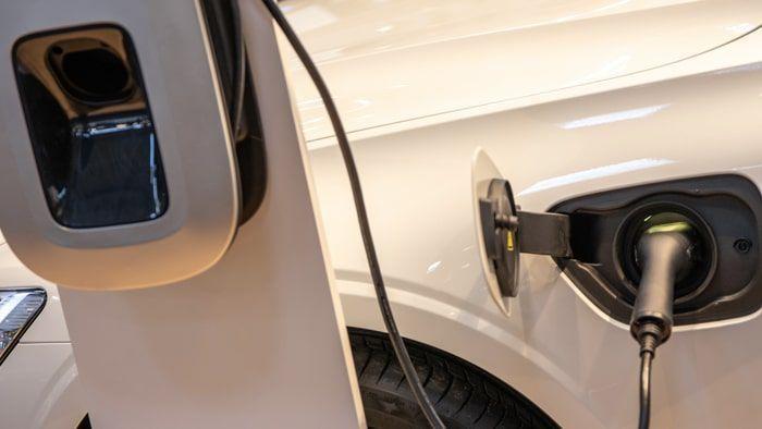Zoom sur une borne de recharge de voiture électrique