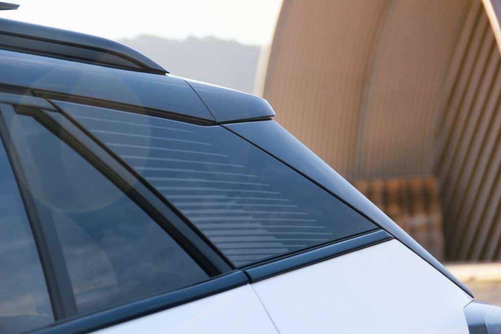 L'arrière du Peugeot e-2008