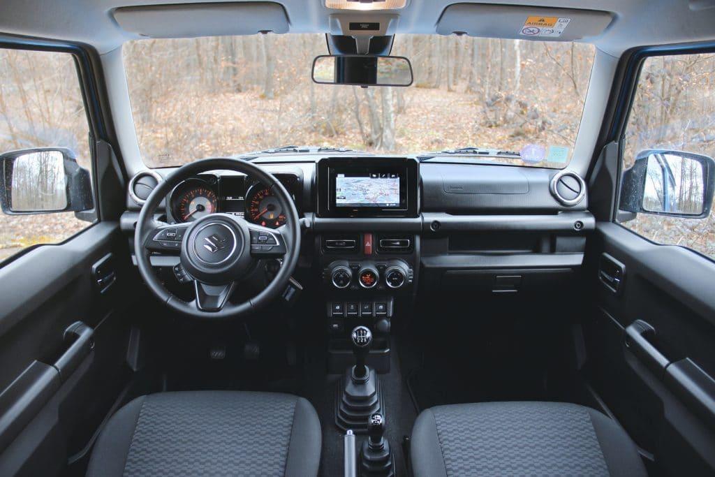 Côté conducteur du Suzuki Jimny