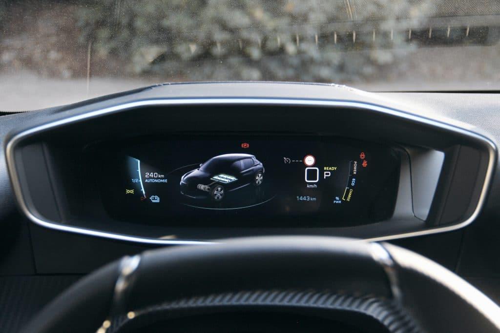 I Cockpit de la Peugeot e-208