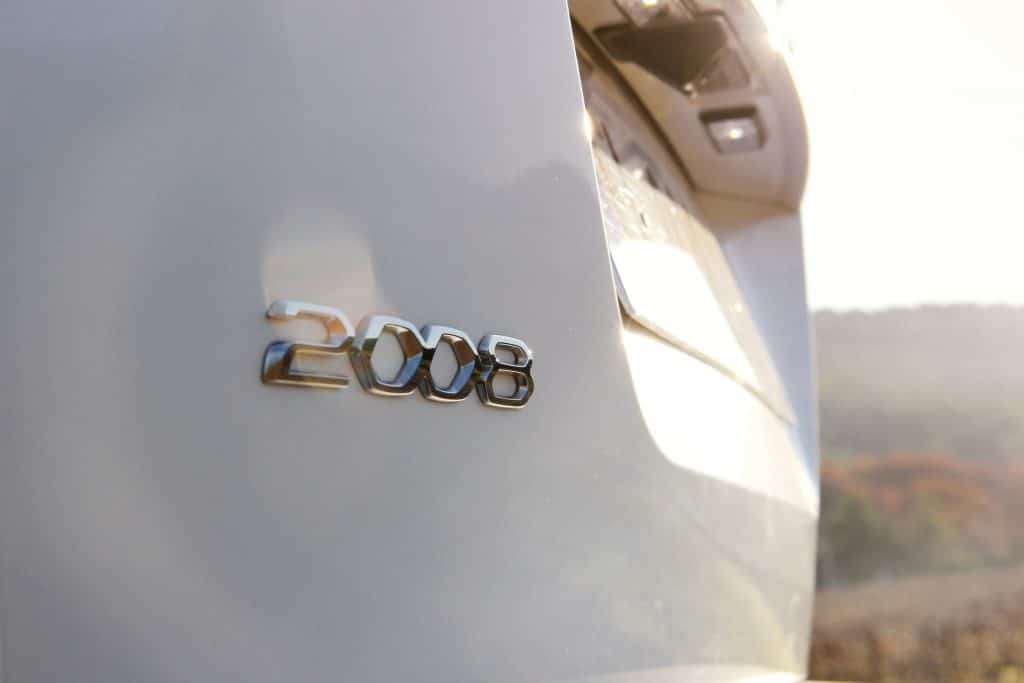 Zoom arrière de la Peugeot e-2008