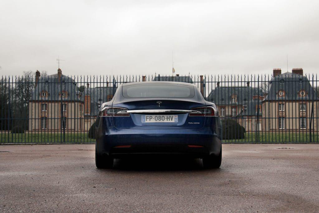 Vue arrière de la Tesla Model S