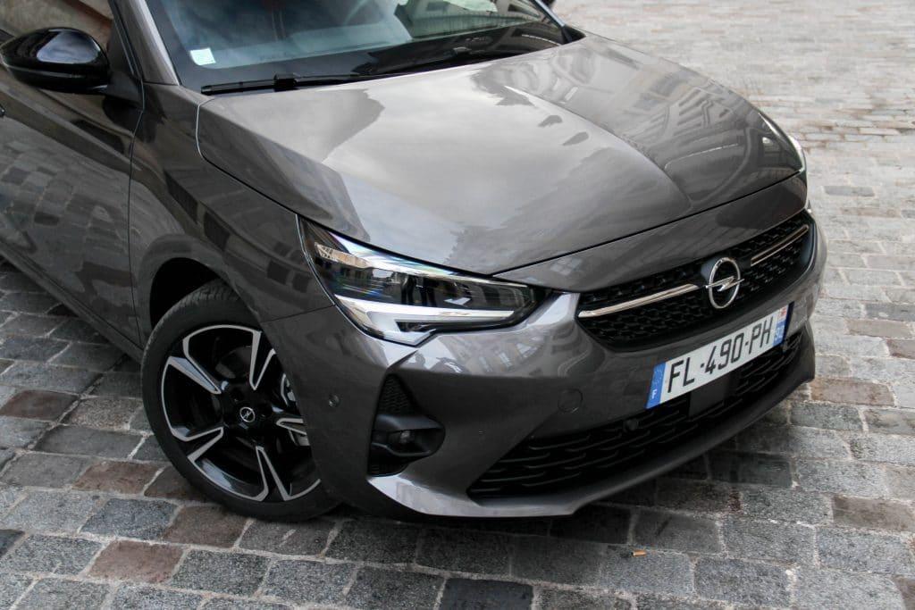 Avant de l'Opel Corsa