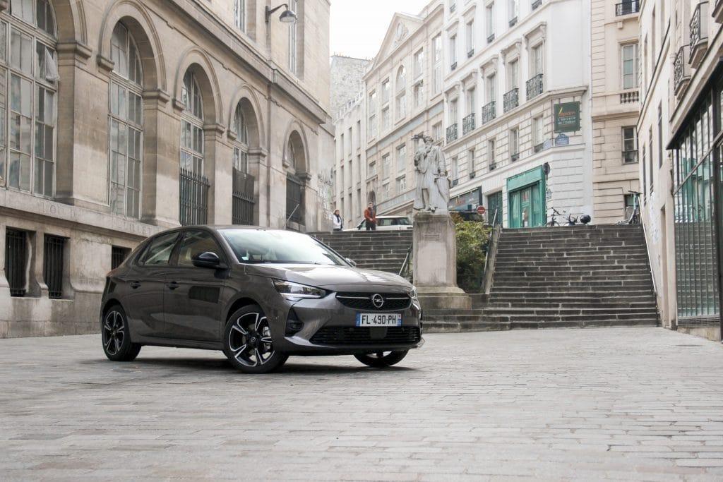 Vue de profil de l'Opel Corsa