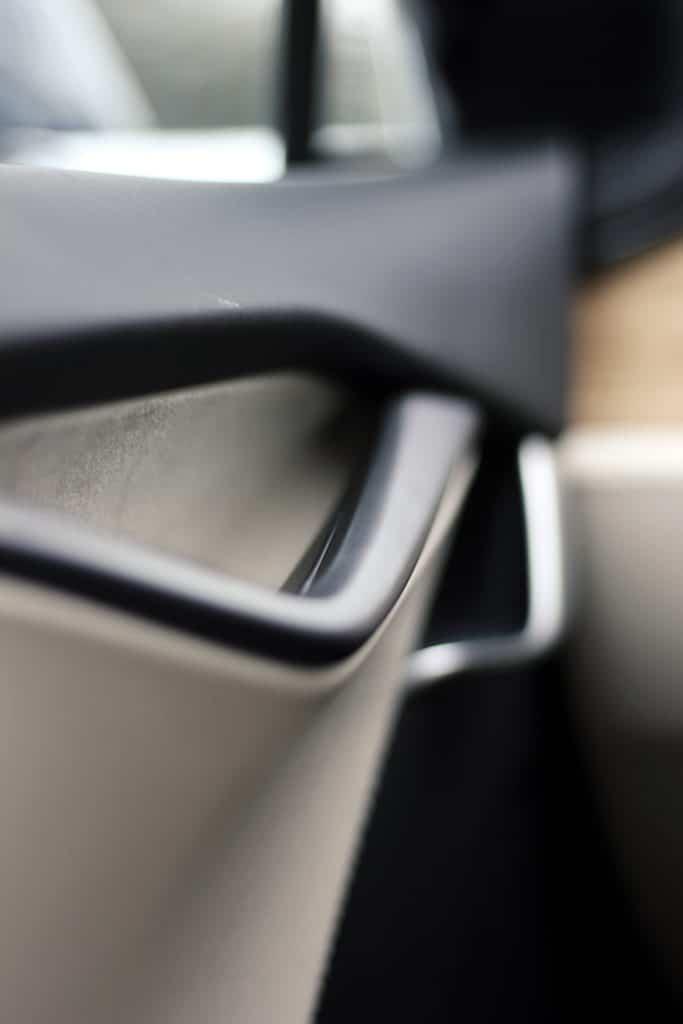 Zoom sur les portes de la Tesla Model S