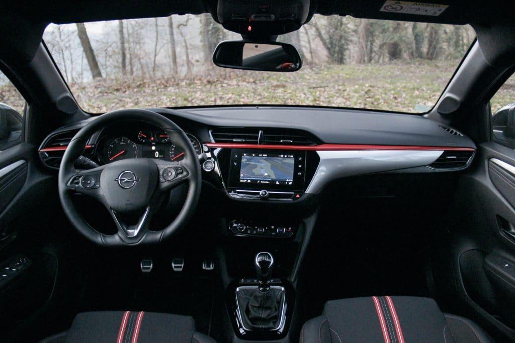 Poste de conduite de l'Opel Corsa