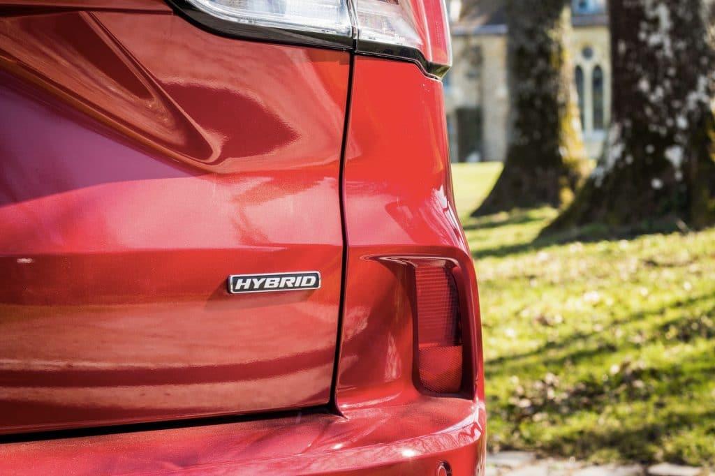 Arrière du Ford Kuga hybride (FHEV)