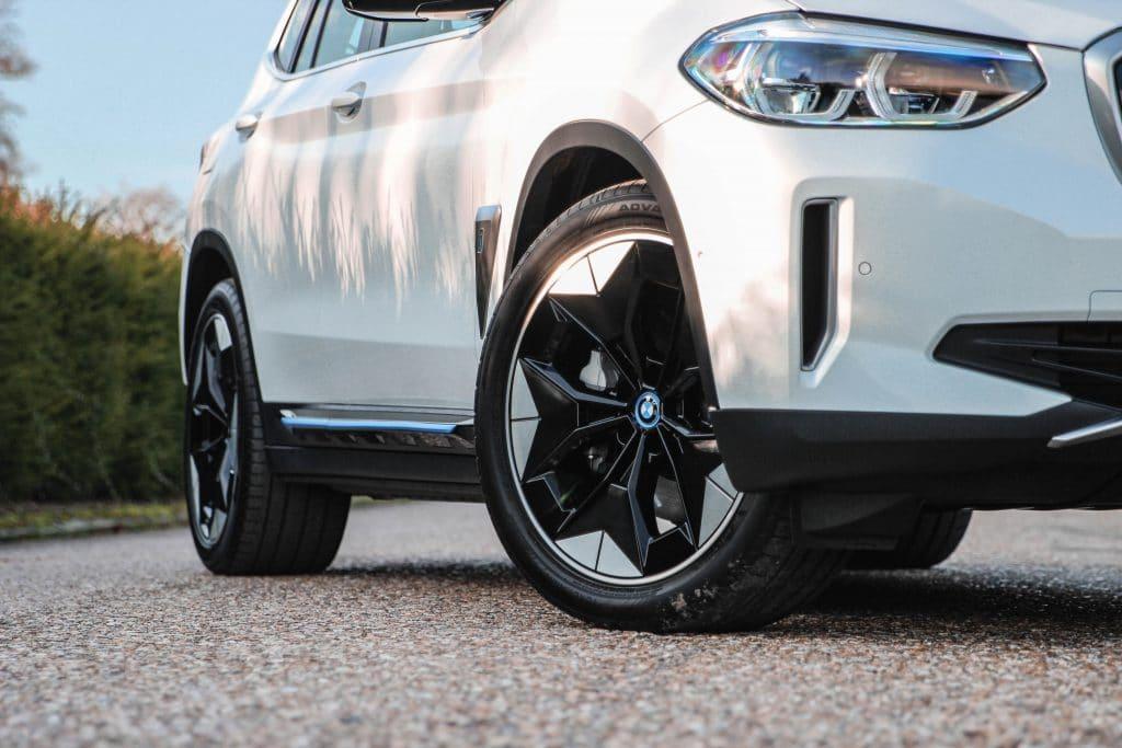 Avant du SUV électrique BMW iX3