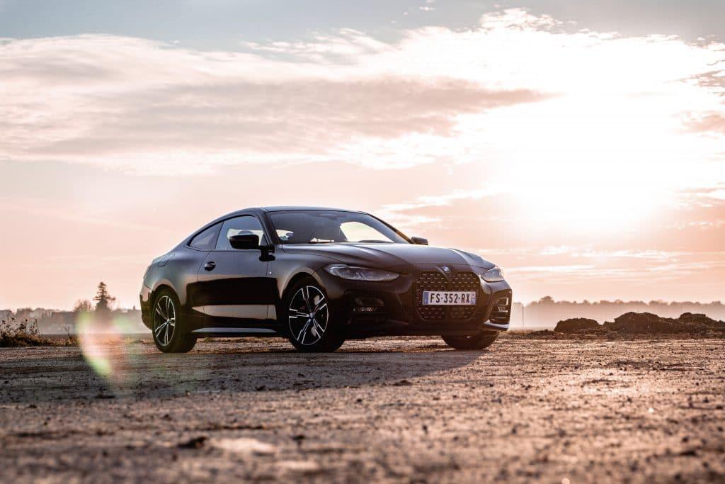 Vue de profil de la BMW Série 4 Coupé