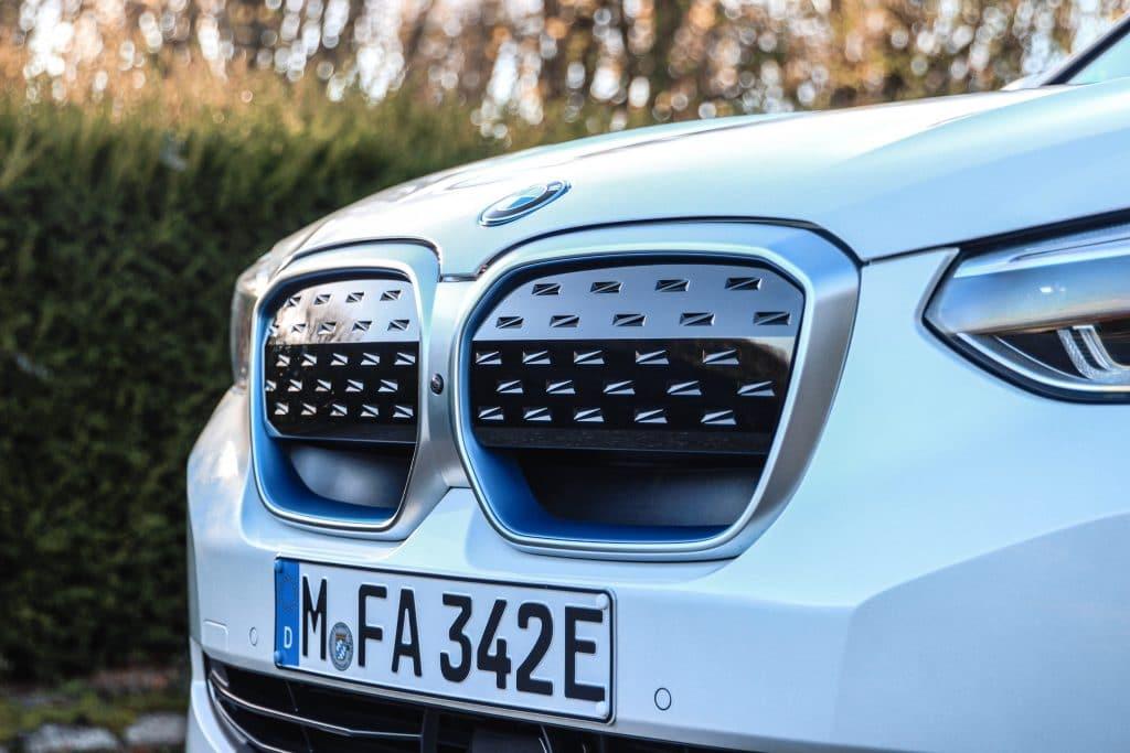 Calandre du BMW iX3