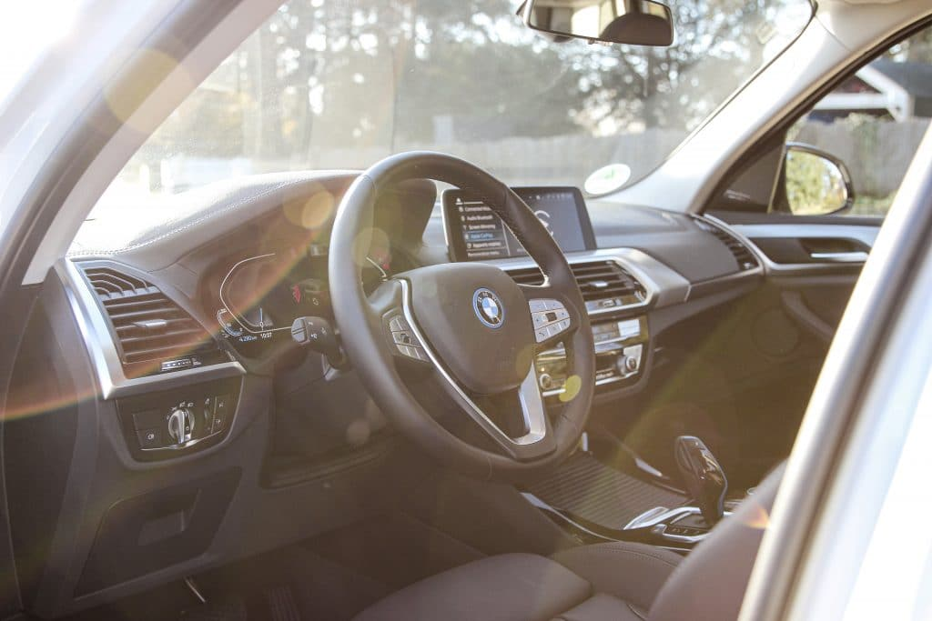 Poste de conduite du BMW iX3