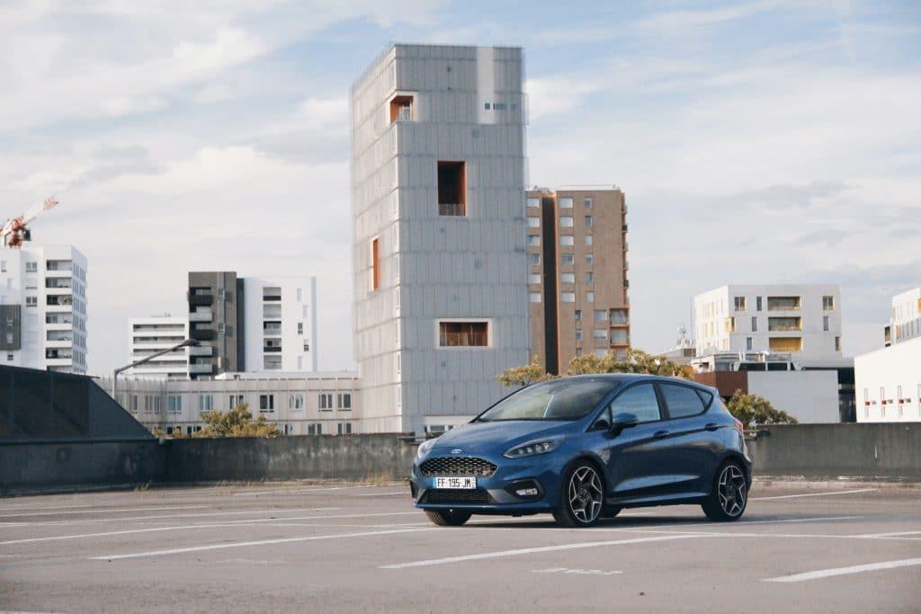 Vue de profil de la Ford Fiesta ST