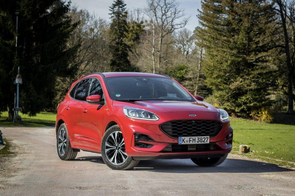Ford Kuga hybride (FHEV) rouge