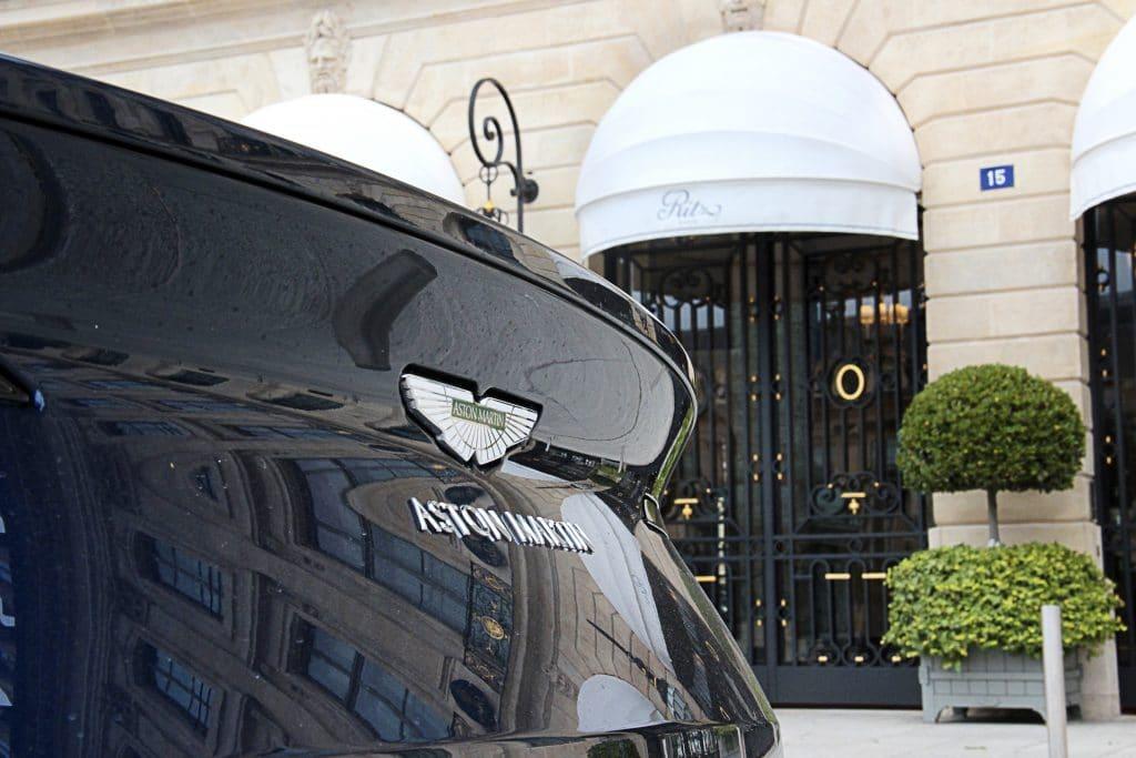 Zoom arrière de l'Aston Martin DB11