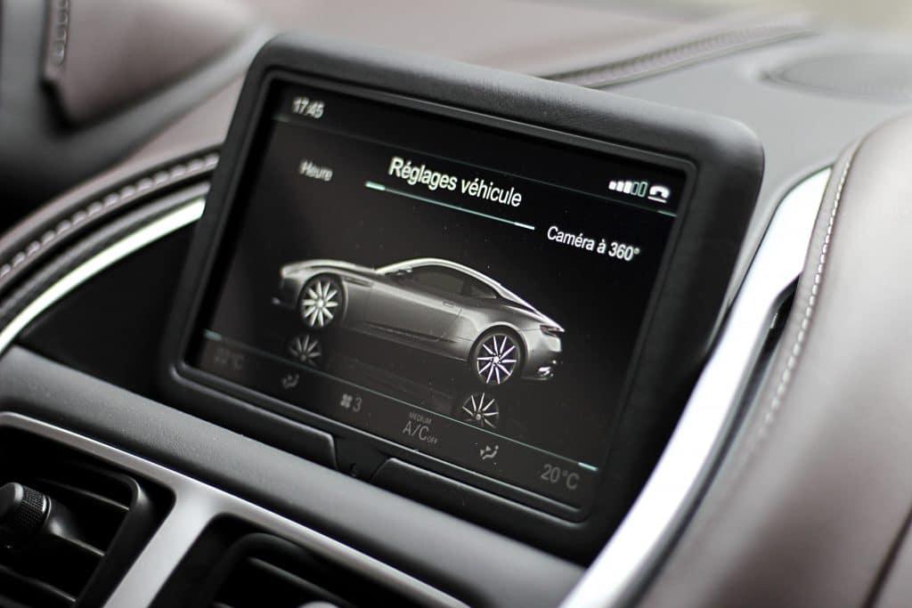 Écran de l'Aston Martin DB11