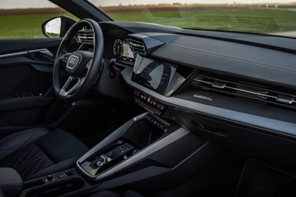 Poste de conduite de l'Audi S3 berline