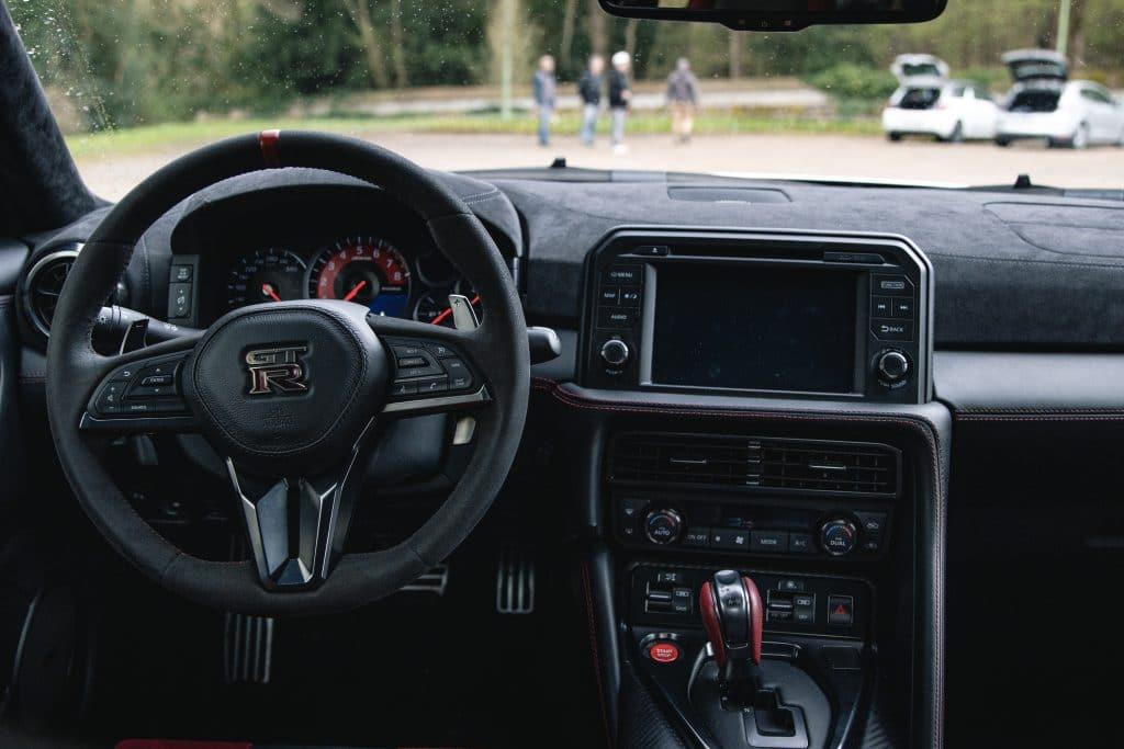 Poste de conduite de la Nissan GT-R Nismo