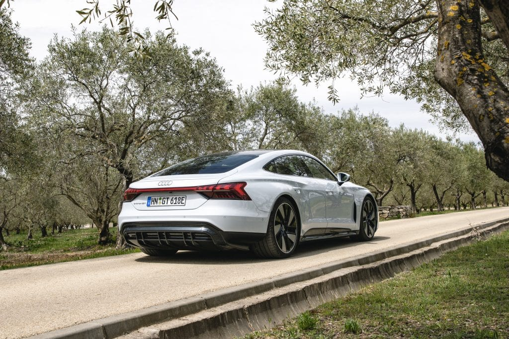 Vue de profil de l'Audi e-tron GT