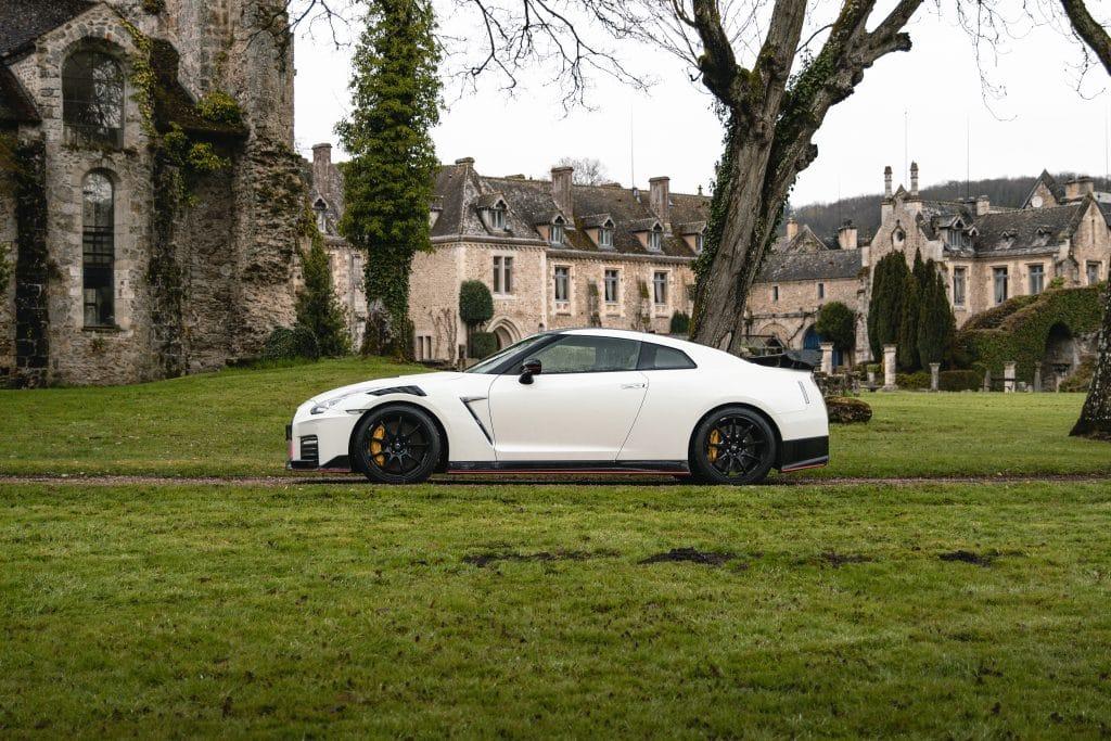 Vue de profil de la Nissan GT-R Nismo