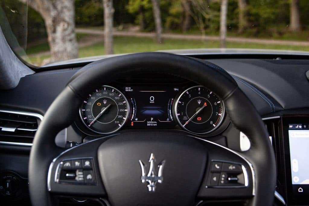Poste de conduite de la Maserati Ghibli hybride